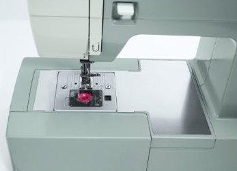 SINGER 4423 Heavy Duty Sewing Machine Closeup